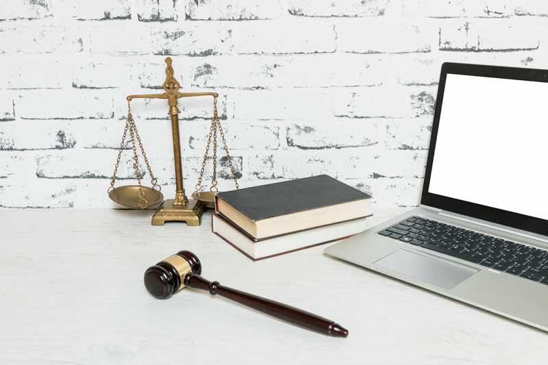 """לימוד משפטים בארץ או בחו""""ל – מה עדיף?"""