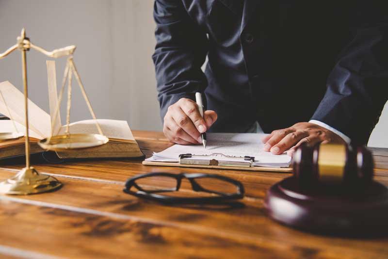 מדוע כל שנה נוספים 3,000 עורכי דין חדשים בישראל? היכן ההיגיון?