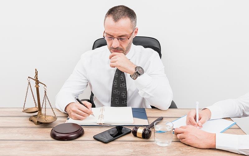 כיצד עורך דין הופך לנוטריון?